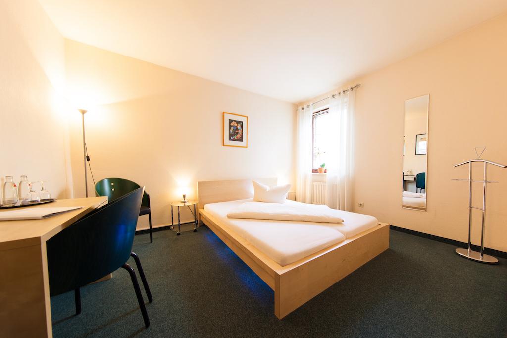 Kleiner Kühlschrank Gebraucht Berlin : Einzelzimmer in berlin mahlsdorf hotel garni an der weide