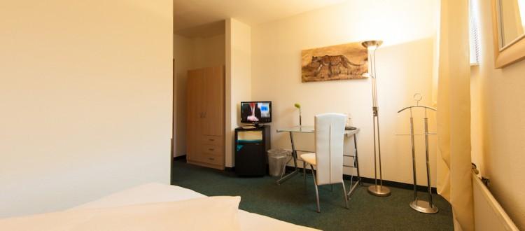 Einzelzimmer mit Arbeitsbereich